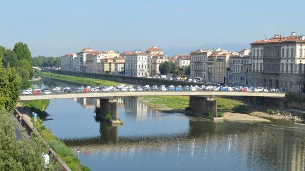 Omicidio a Firenze: prima vuole suicidarsi, poi uccide un senegalese