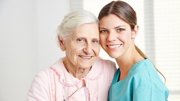 I caregiver potranno avere la pensione anticipata, lo dice l'Inps