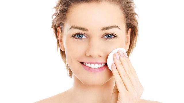 ¿Cómo limpiar tu cutis y lucir un rostro radiante?