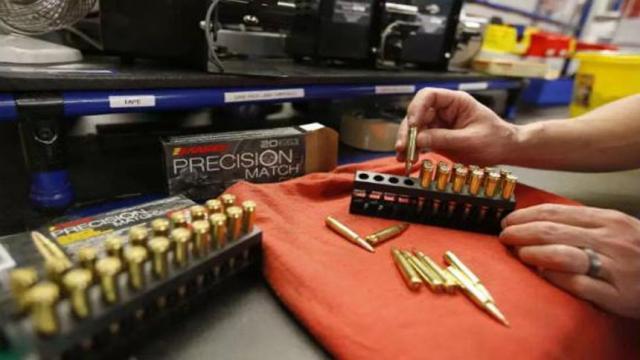 Corte Suprema rechaza el 'período de espera' de California en la compra de armas