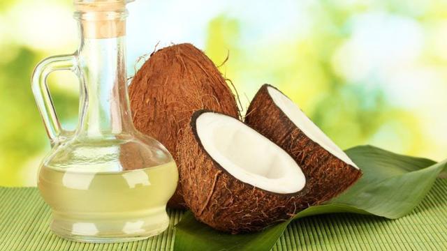 Cabello, piel, labios: 10 razones para jurar por el aceite de coco