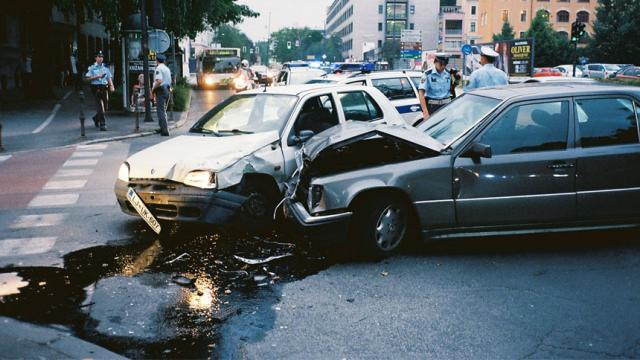 ¿Cuál es la principal causa de accidentes de autos? ¿velocidad o vialidad?