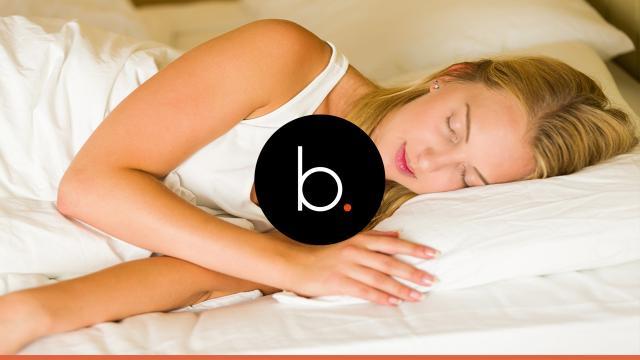 Saiba o que acontece se uma mulher dormir todos os dias sem calcinha
