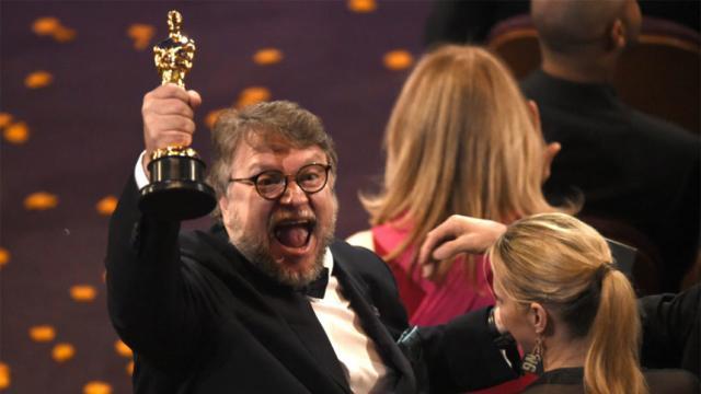 Guillermo Del Toro doblemente verificado