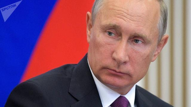 Putin muestra sus habilidades sospechosamente con el presidente de la FIFA