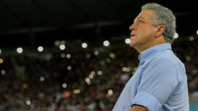 Abel Braga atrae pelea y defiende al jugador de Fluminense