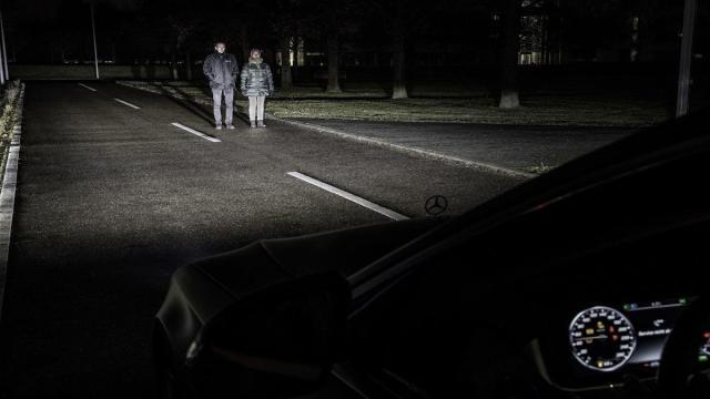 Las nuevas lámparas de Mercedes advierten de peligro