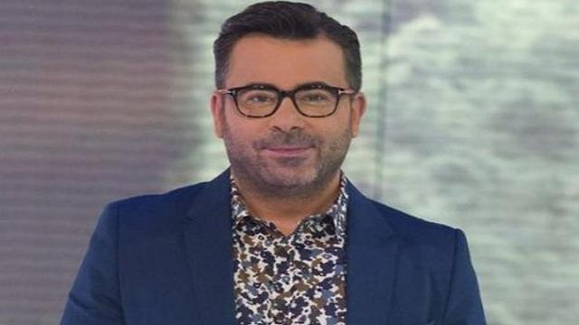 Jorge Javier Vázquez posa desnudo en televisión