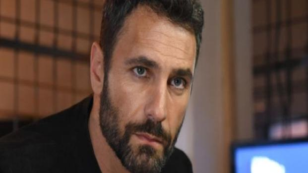 Video: Raoul Bova irritato per gli squilli dei telefonini in teatro