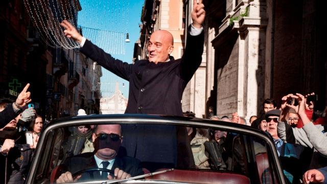 La presencia del actor Gigio Morra en A Place in the Sun: artista multifacético