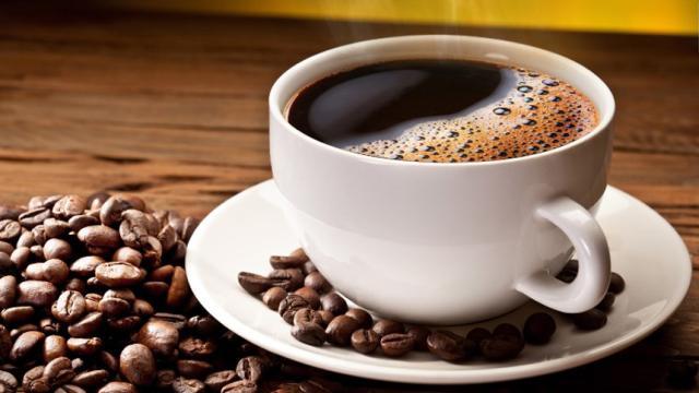 Reino Unido : Los ministros del ambiente cuestionan 'el cafe' en tazas