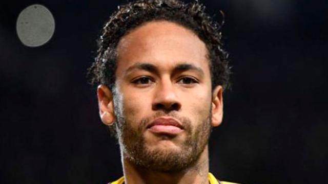 Neymar se burla de Stephen Hawking en Twitter
