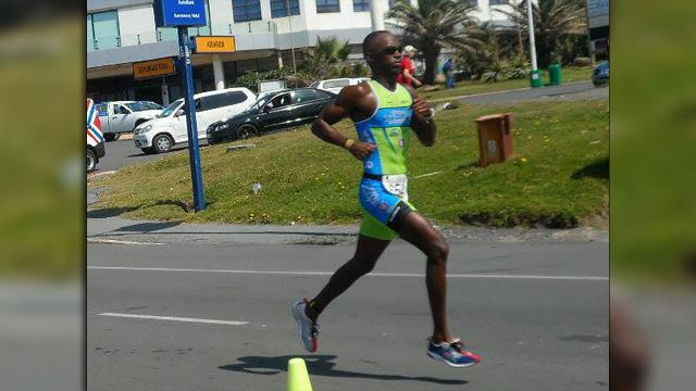 El triatleta en el hospital: algunos agresores intentan cortarle las piernas