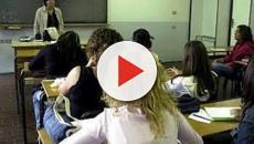 Firenze una docente ha chiesto ai ragazzi di mettere i cellulari sulla cattedra
