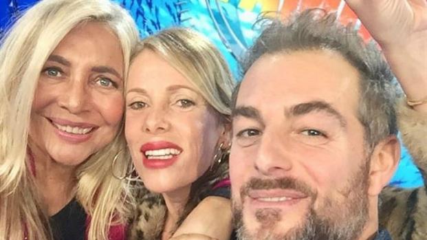 Isola dei famosi: Simone Barbato vuole fare l'amore con Valeria Marini - VIDEO