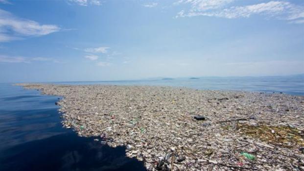 La isla de la basura, situada en el Pacífico, es más grande de lo que se pensaba