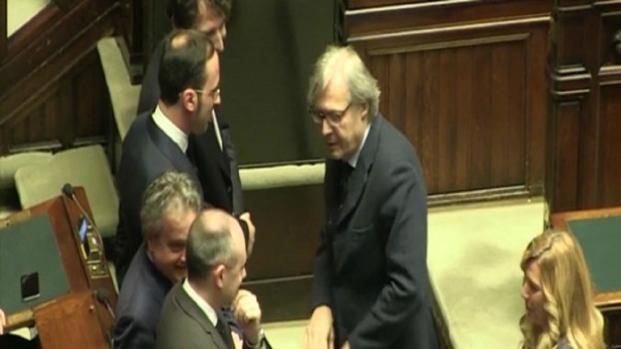 Vittorio Sgarbi cacciato dall'aula durante la prima seduta della Camera