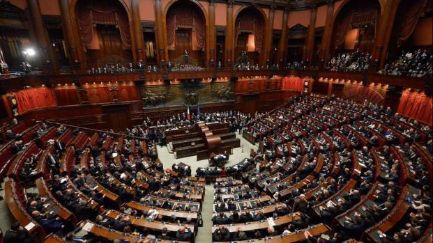 La 'base' grillina, Di Battista e Travaglio esplodono grazie a Silvio Berlusconi