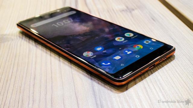 El Nokia 7 plus es un teléfono que puede soportar lo que la vida le depara