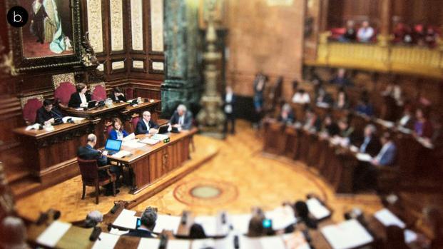 Conmoción tras la gravísima jugarreta de la oposición a Ada Colau