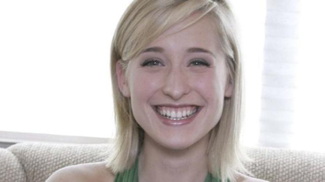Mais um atriz de ''Smallville'' acusada de estar envolvida com seita sexual