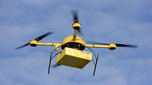 Contrabandistas de teléfonos chinos volando aviones no tripulados en Hong Kong