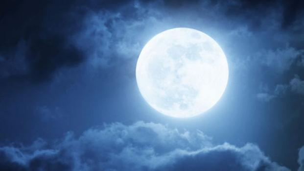 iluminar el cielo antes de 'Pascua'