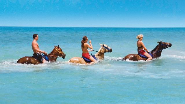 La mayoría de los turistas todavía vienen por el sol y la arena
