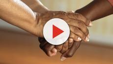 VIDEO - Tre ragazzini salvano anziana dalle fiamme