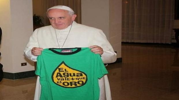 El Papa Francisco es claro al recordar que el agua es un derecho básico
