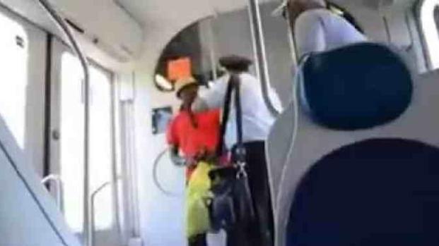 Migrante incinta prelevata con forza dal treno