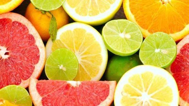 Un coctel verde lleno de vitaminas contra infecciones virales y bacterianas