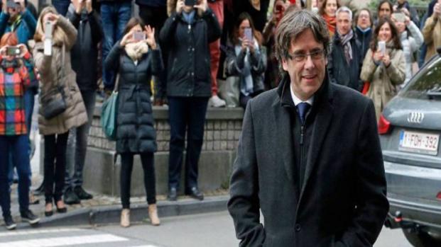 Descarta el delito de rebelión para Puigdemont