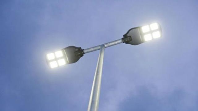De luces de calle conectadas a ciudades inteligentes