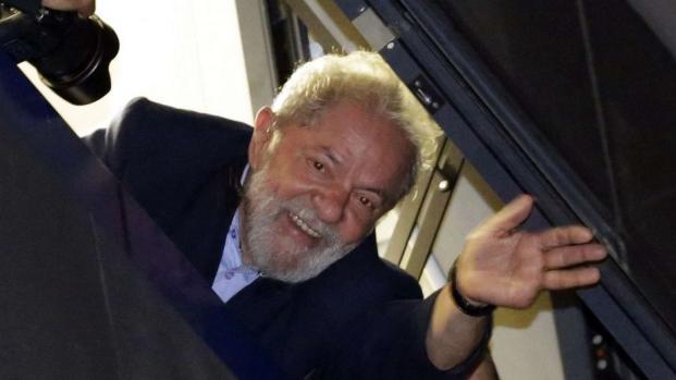 Lula, l'ancien président du Brésil s'est rendu à la justice