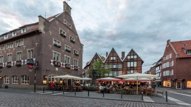 Attentato a Münster: pazzo si lancia sulla folla in una piazza, 4 morti