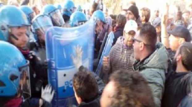 Salento, attivisti No-Tap bloccano i lavori al gasdotto