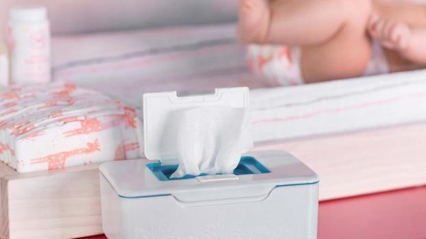 Salviette umidificate: pericolo per i bambini, ecco perché
