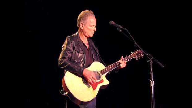 Lindsey Buckingham leaving the group Fleetwood Mac