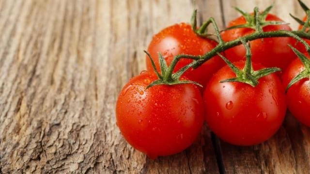 ¿Los tomates previenen el cáncer de piel?