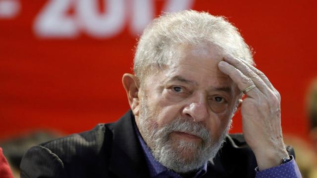 Amigos de Lula temem que o ex-presidente sofra de depressão na cadeia