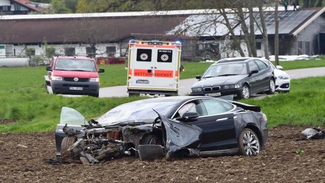 Investigación de choque fatal Tesla Model X