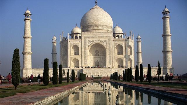 India, distrutti i minareti del Taj Mahal