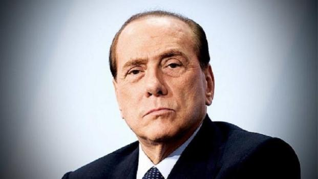 Berlusconi, paura ad Isernia: caduta dal palco durante un comizio elettorale