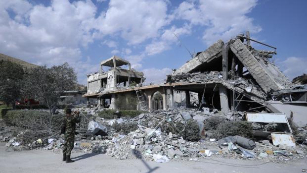 """Frappes en Syrie : les Etats-Unis sont """"prêts à dégainer de nouveau"""""""