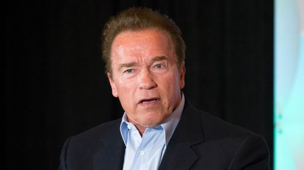 Arnold Schwarzenegger habla sobre su condición del corazón en un nuevo video