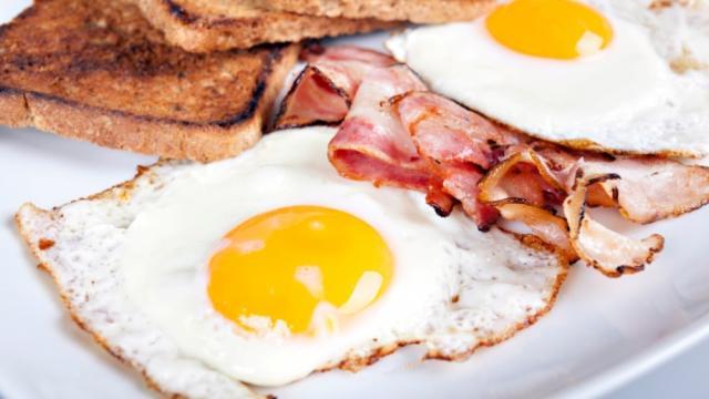 Video:Alimentos que aumentan el colesterol en su dieta