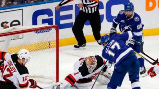 El Lightning se pone 2-0 contra los Devils, con gran juego de Kucherov y Killorn