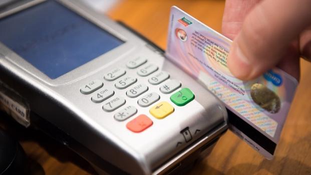 Carte di credito, finisce l'era della firma per autorizzare pagamento
