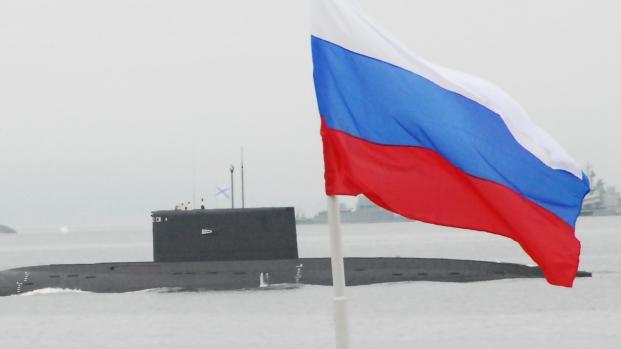 Rússia envia navios de guerra carregados de aparatos militares, veja